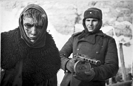 A Red Army soldier marches a German soldier into captivity. Bundesarchiv Bild 183-E0406-0022-011, Russland, deutscher Kriegsgefangener.jpg