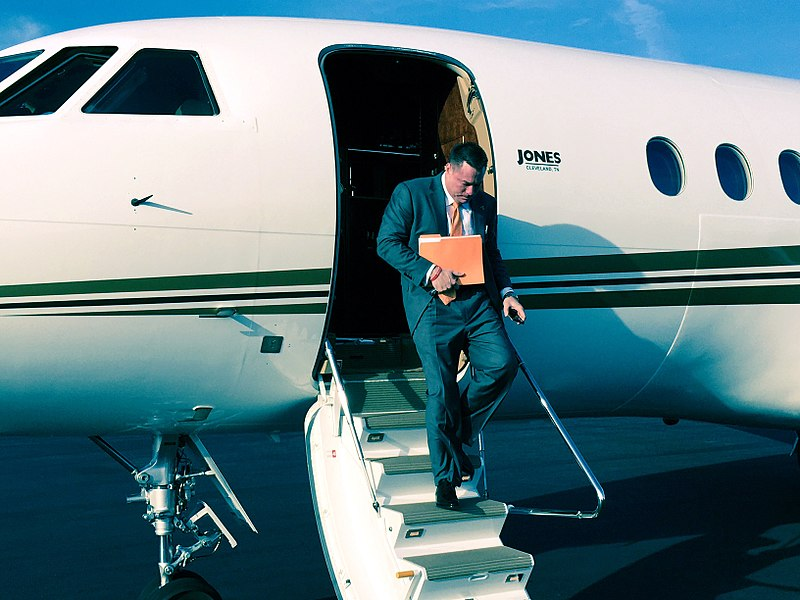 Butch_Jones_exiting_plane.jpg