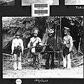 COLLECTIE TROPENMUSEUM Portret van een groep gewapende mannen Atjeh TMnr 60026827.jpg