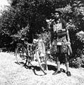 COLLECTIE TROPENMUSEUM Portret van een man met fiets TMnr 10004284.jpg