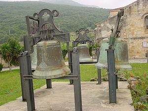 Trasmiera - Trasmeran bells of the Santa María del Puerto church in Santoña, molten around the middle of the 20th century by the master bellmakers of Meruelo.