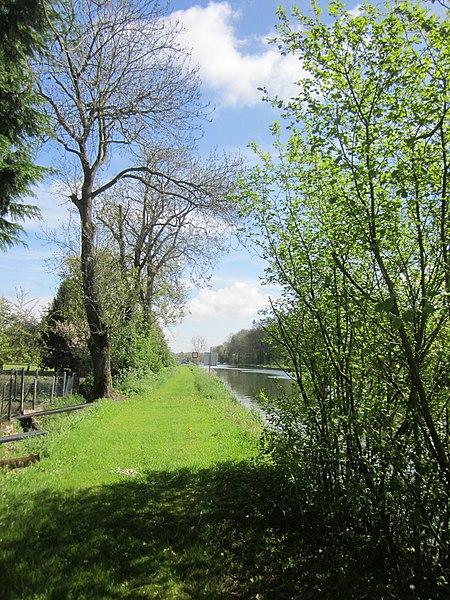 Canal de Saint-Quentin near Ecluse de Vinchy