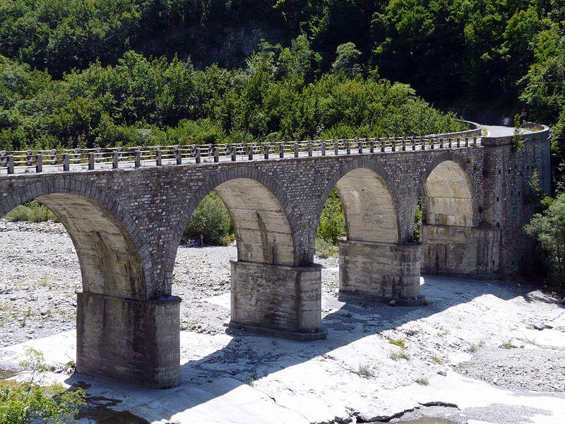 File:Carrega Ligure-ponte sul Carreghino2.jpg