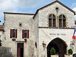 Castillonnès - Hôtel de ville.JPG