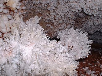 Wind Cave National Park - Image: Cave Frostwork and Popcorn Wind Cave