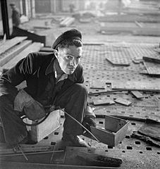 Cecil Beaton Photographs- Tyneside Shipyards, 1943 DB161.jpg