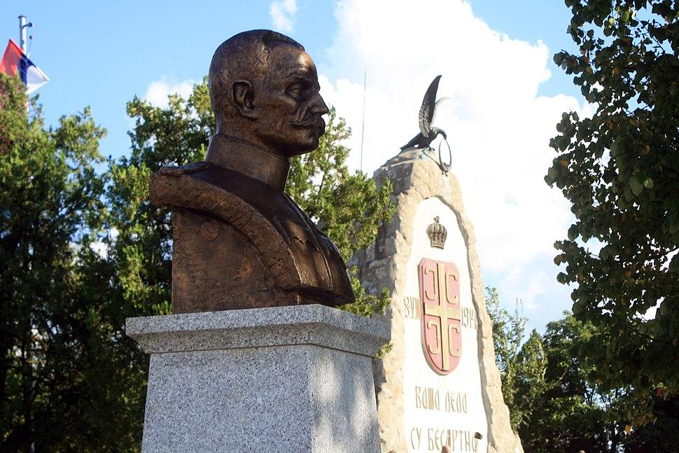 Cer spomen-kosturnica i spomenik kralju Petru