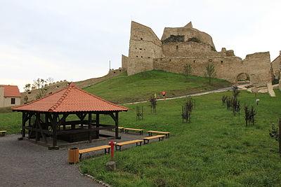 噴水から上部の城塞までの内観