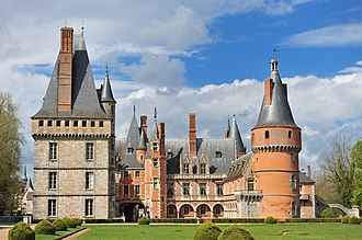Château de Maintenon - The château today seen from the south, with the cour d'honneur between the west and east wings
