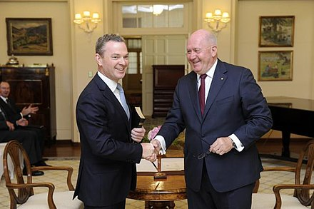 Pyne being sworn in as Minister for Education and Training by Governor-General Sir Peter Cosgrove, 2014.