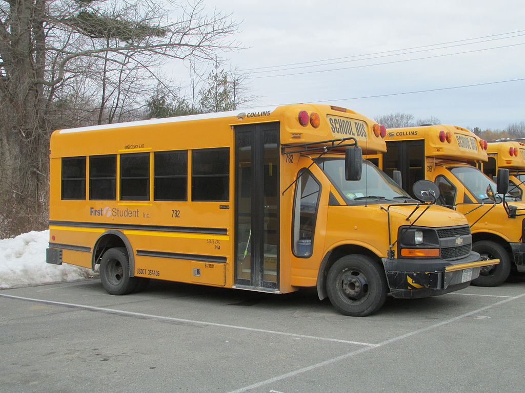 Thomas Built Buses >> File:Collins Super Bantam Chevrolet 4500.jpg - Wikimedia Commons