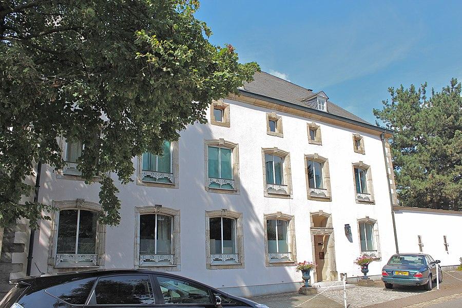 Haus op Nummer 40 an der Rue des Prés zu Konter; mat Annexen a Gaart ronderëm zënter dem 15. Januar 1991op der Lëscht vum Zousaz-Inventaire vun de klasséierte Monumenter agedroen.
