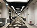 Couloir de l'espace lounge gratuit à l'aéroport de Roissy.JPG