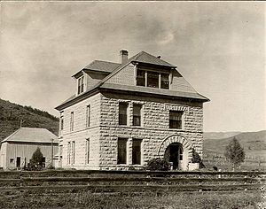 Crawford House (Steamboat Springs, Colorado) - The Crawford House shortly after it was built. Note the original house did not have a porch. Smaller structure in back was the barn for the house.