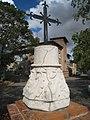Croix en fer et son socle de Clermont-le-Fort 02.jpg