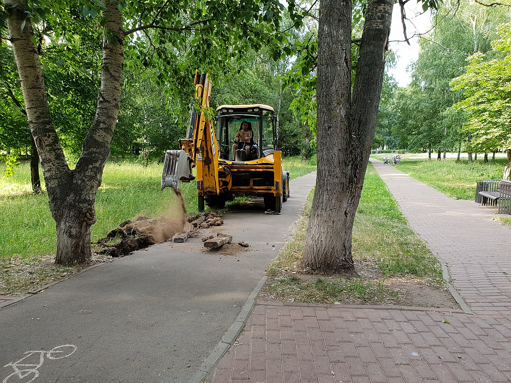 Curbstone laying in Moscow 2019-06-22 04.jpg