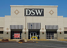 DSW Shoe Warehouse store locations in Texas Below is a list of DSW Shoe Warehouse mall/outlet store locations in Texas, with address, store hours and phone numbers. DSW Shoe Warehouse has 76 mall stores across the United States, with 7 locations in Texas.