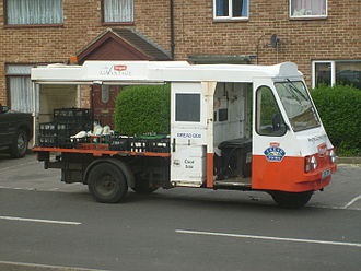 Wales & Edwards - Image: Dairy Crest Ex Unigate Wales And Edwards Rangemaster Milk Float