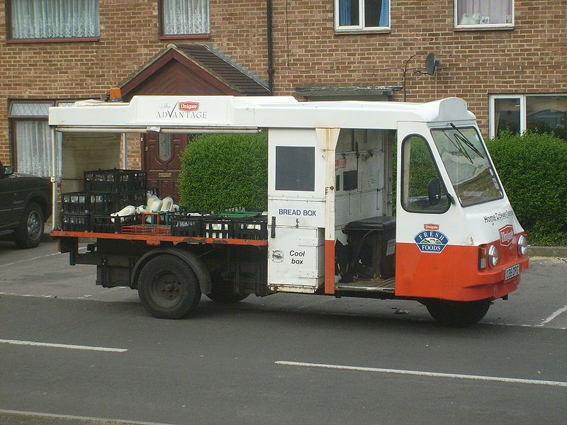 File:Dairy Crest Ex Unigate Wales And Edwards Rangemaster Milk Float.jpg