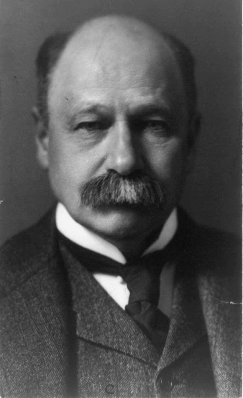 Daniel Lamont, bw photo portrait, 1904.jpg