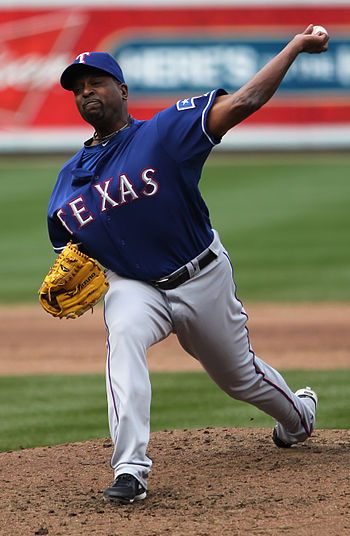 English: Darren Oliver pitching for the Texas ...