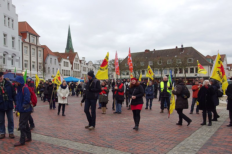 File:Demo gegen Brennelemntefabrik Lingen – 31.1.2016 (24403116379).jpg