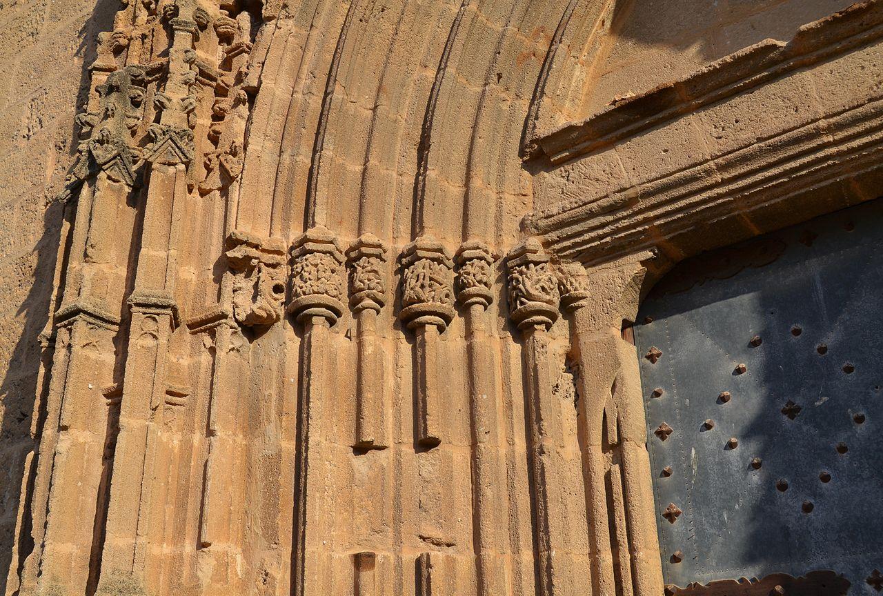 File detall de la porta de les escaletes esgl sia de sant for La porta media