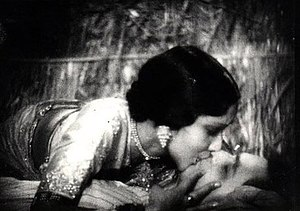 Devika Rani is seen sharing a full-mouth kiss with Himanshu Rai, with the former lying on the top.