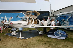 Diamond DA50 Oshkosh 2007.jpg