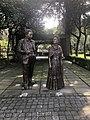Diego Rivera y Frida Kahlo en el parque de Frida.jpg