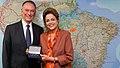 Dilma recebe arcos olímpicos do presidente do COB (27116440543).jpg
