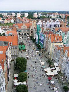 Widok na ulicę Długi Targ z wieży Ratusza Głównego Miasta