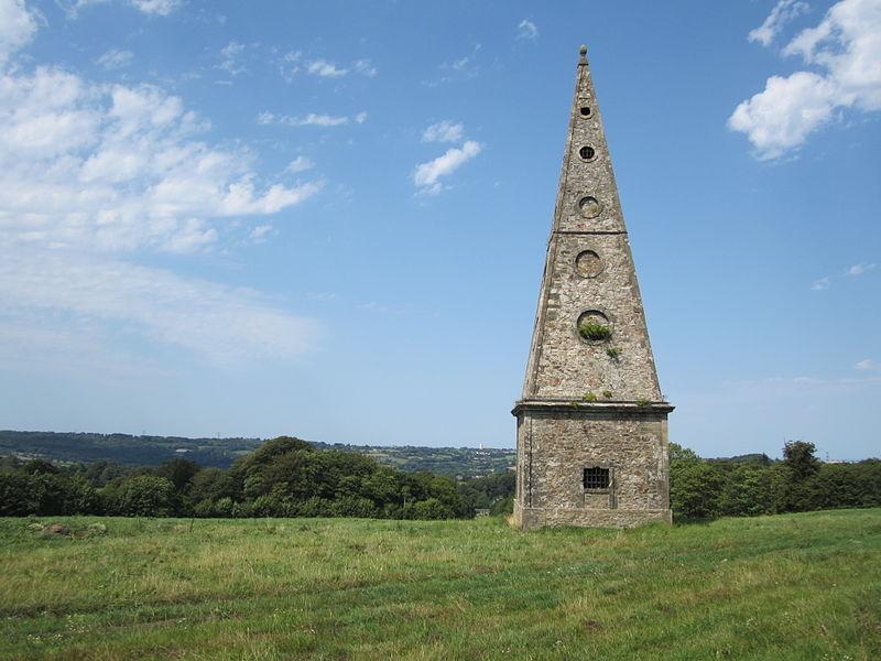 Gloriette construit au XVIIIe par les chatelins des Du Moncel à l'extrémité du parc du château de Martinvast
