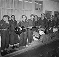 Ds. P.H. Meerburg met Korea-vrijwilligers van Schiphol naar Korea muziekmakend, Bestanddeelnr 904-4642.jpg