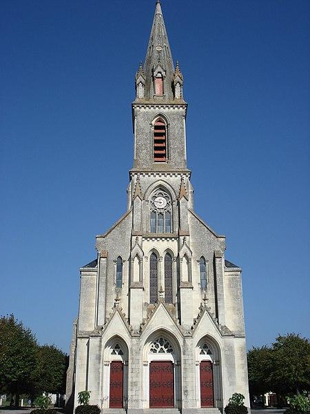 Eglise de Saint-Sylvain d'Anjou dans le Maine et Loire, France