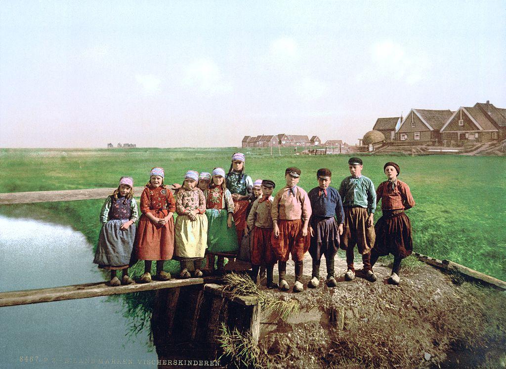 Jeunes habitants de Marken près d'Amsterdam en 1900.