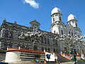 Escuela Rosenda Torres & Basilica de la Merced-Yarumal.JPG