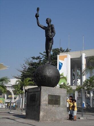 Hilderaldo Bellini - Statue of Bellini at the entrance of Maracanã