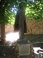 Estatua de la princesa Cristina de Noruega, esposa del infante Felipe y cuñada de Alfonso X el Sabio, colocada ante la Ex-Colegiata de Covarrubias (Burgos).JPG