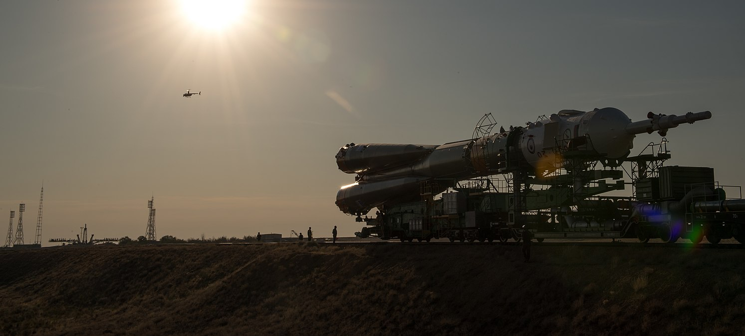 Expedition 53 Soyuz Rollout (NHQ201709100026).jpg