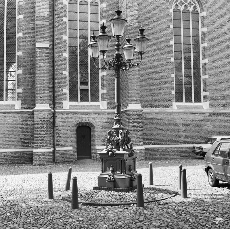 Gietijzeren lantaarnpaal met vijf gaslantaarns van het for Venster lantaarn rotterdam