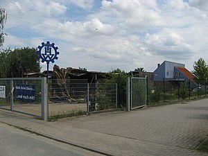 Fahrzeughalle THW OV Oldesloe nach Brand 2011.jpg