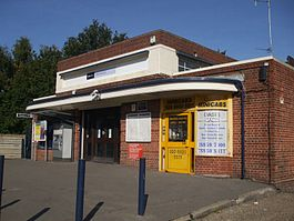 Falconwood station building.JPG