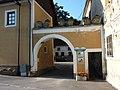 Felling Schloss Wirtschaftstrakt.jpg