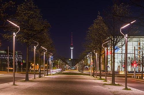 Fernsehturm, Berlín, Alemania, 2016-04-21, DD 40-42 HDR.jpg