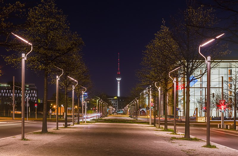 Ficheiro:Fernsehturm, Berlín, Alemania, 2016-04-21, DD 40-42 HDR.jpg
