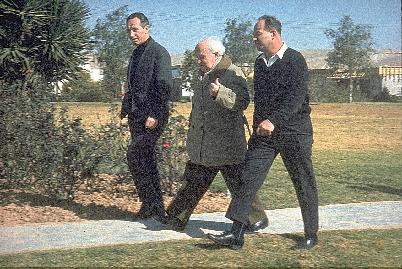 הארות על 'הערות לחשיבות התכנון' של שמעון פרס