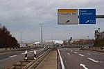 Flughafen Frankfurt-Cargo City Süd-Zeppelinheim AS Autobahn A5.jpg