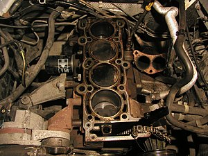 Inline-four engine - Ford inline-four engine with cylinder head removed