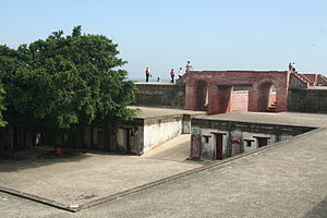 Cihou Fort - Barracks and the gate to the battery